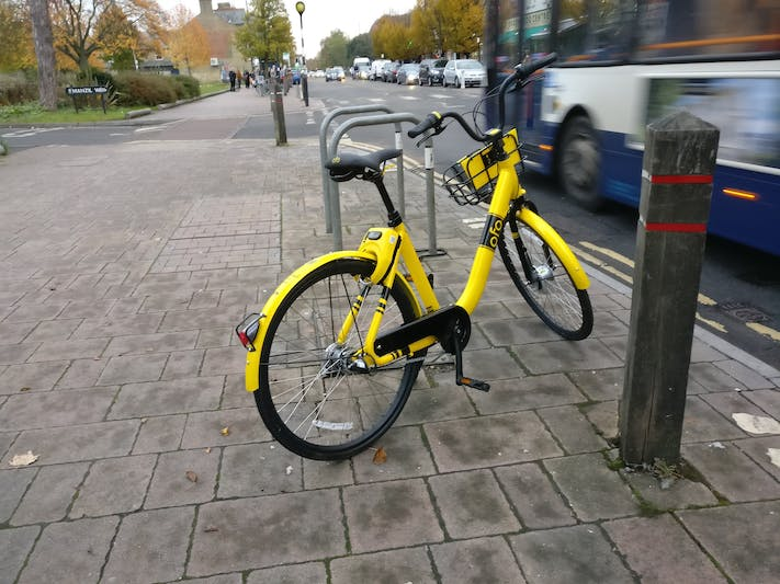 An ofoBike three-speed on Cowley Road
