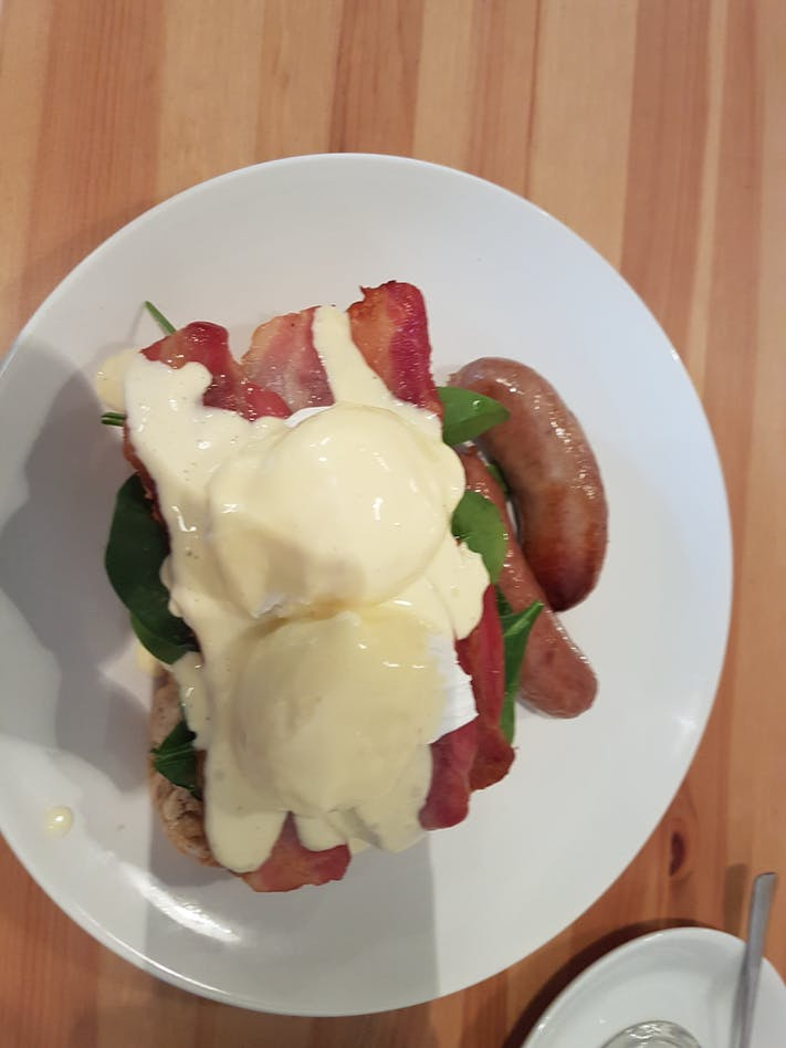 Bannister's Cafe drinks Eggs Benedict